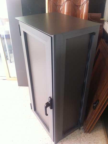 armario de aluminio en color RAL 7022 texturado