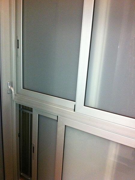 parte de un cerramiento de galería con ventanas correderas