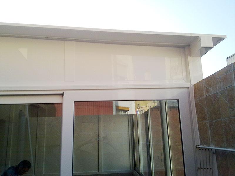 terminaciones de un cerramiento metálico en terraza de santa coloma de gramenet