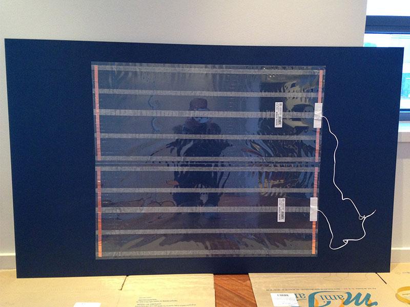 laminas de electrodos instaladas en al parte trasera de un espejo para evitar el vaho