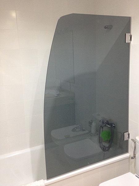 mampara de baño de cristal opaco con bisagras abatibles