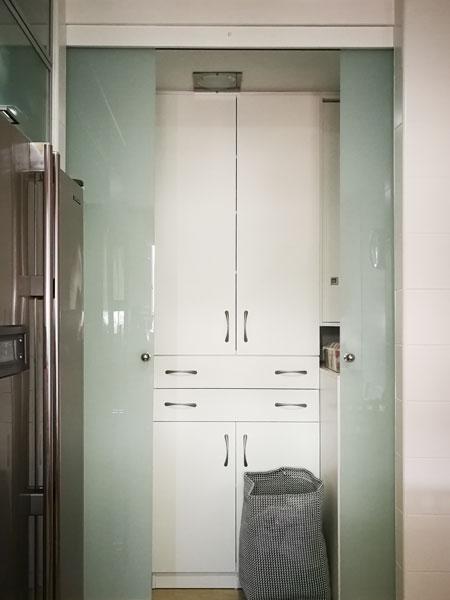 doble puerta corredera de cristal con guía klein y accesorios en acero inoxidable