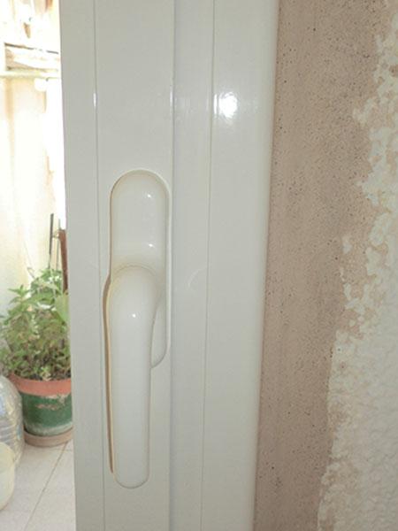 maneta de puerta de aluminio blanco practicable