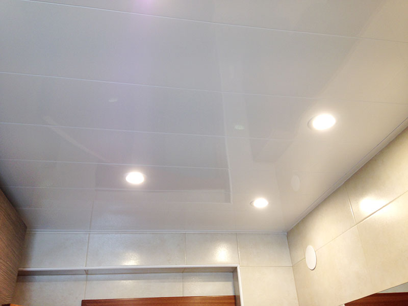 techo de aluminio con luces tipo downlights