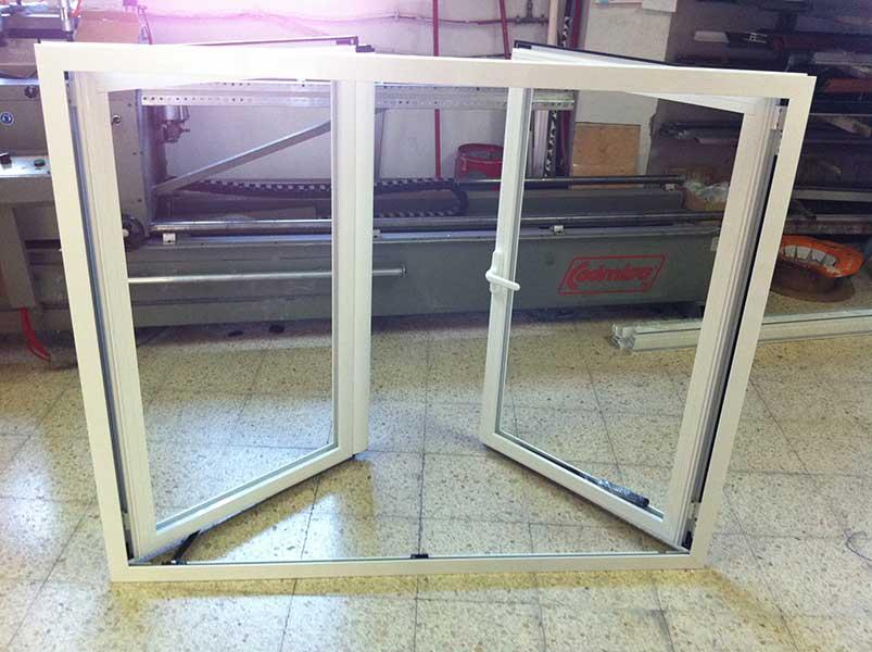 ventana practicable de doble hoja y apertura exterior